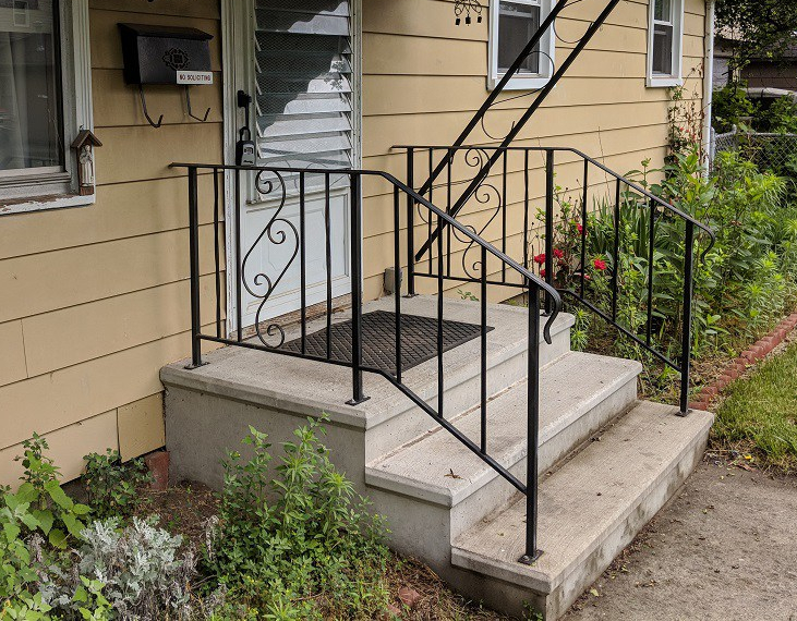 front-porch-before-picture-diy