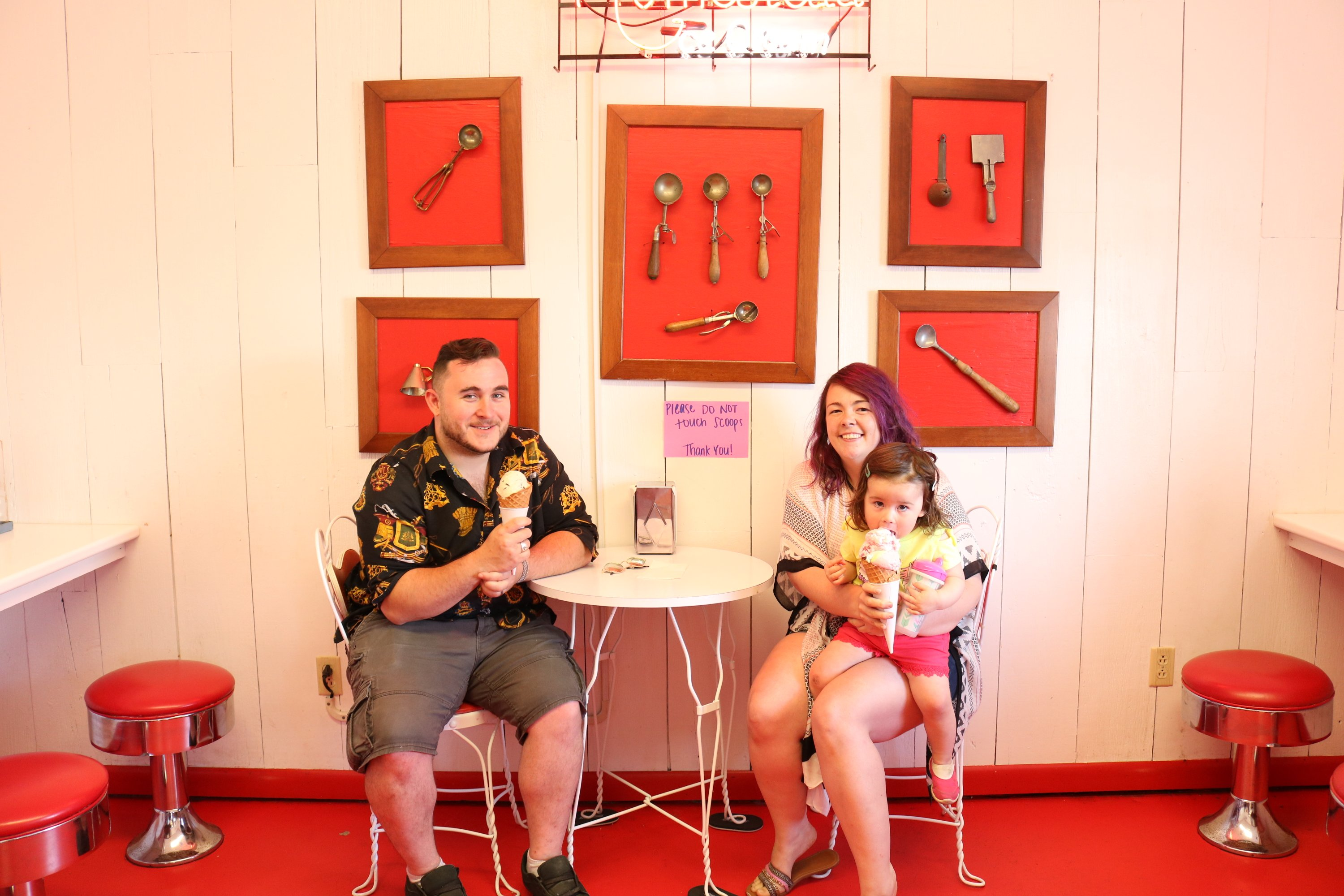 homestead-ice-cream-shoppe-archbold-ohio-tabitha-marquis-family-photo